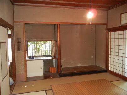 改修前の和室(茶の間)   建築家のご祖父様が設計したこの家は、繊細で落ち着いた趣を醸し出していた。