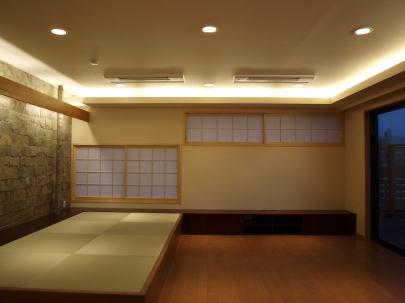 2階リビング改修後 ご夫婦のためのリビング。3室を一間として20帖の広さを確保した。 和のテイストが日常の生活に癒しを与える。
