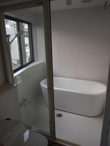 浴室    床、壁面はFRP防水素地仕上