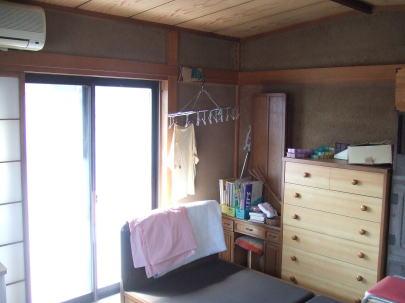 リビング゙(改修前)   もとは和室であったところをリビングに改装    一番日当たりのいい部屋が使われていなかった。